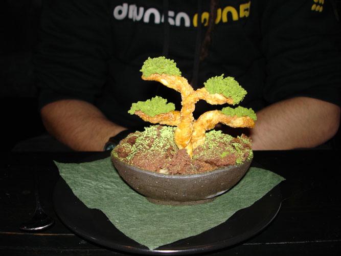 盆栽造型甜點 土是巧克力蛋糕,樹幹是餅乾,樹葉是綠茶冰淇淋! https://www.flickr.com/photos/wsogmm/302300895/