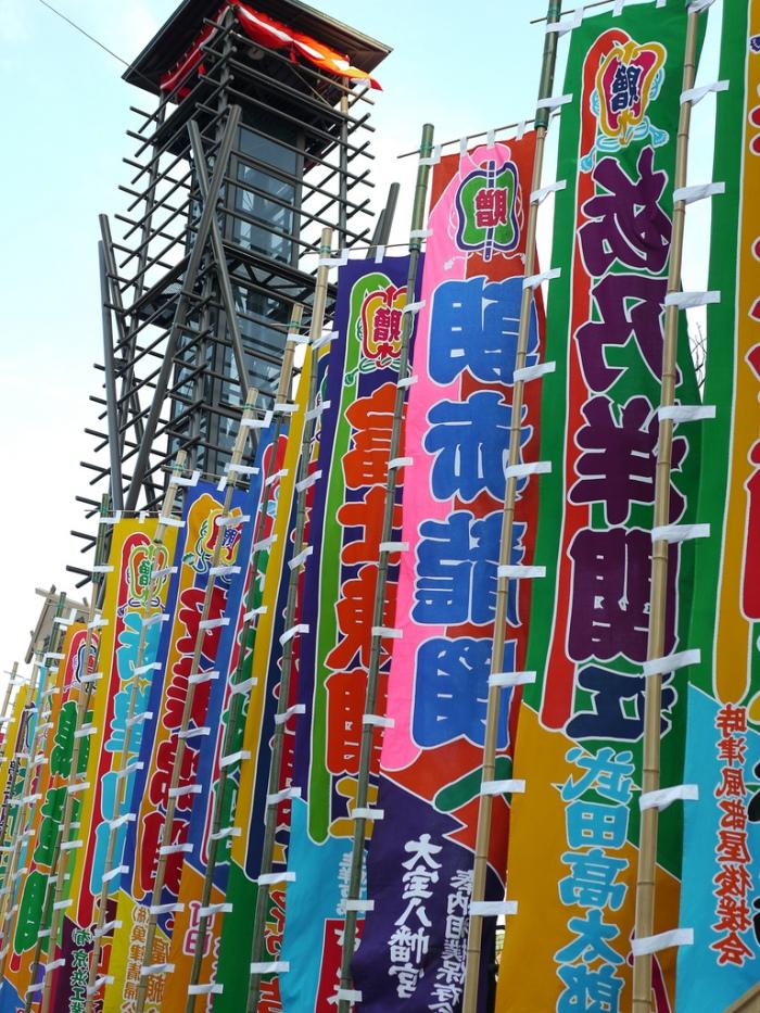 比賽期間,國技館周邊旗海飄揚 圖片取自https://www.flickr.com/photos/tonomura/6660257501