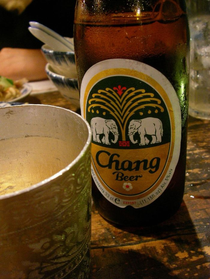 來自泰國的Chang Beer https://www.flickr.com/photos/jetalone/1636714708/