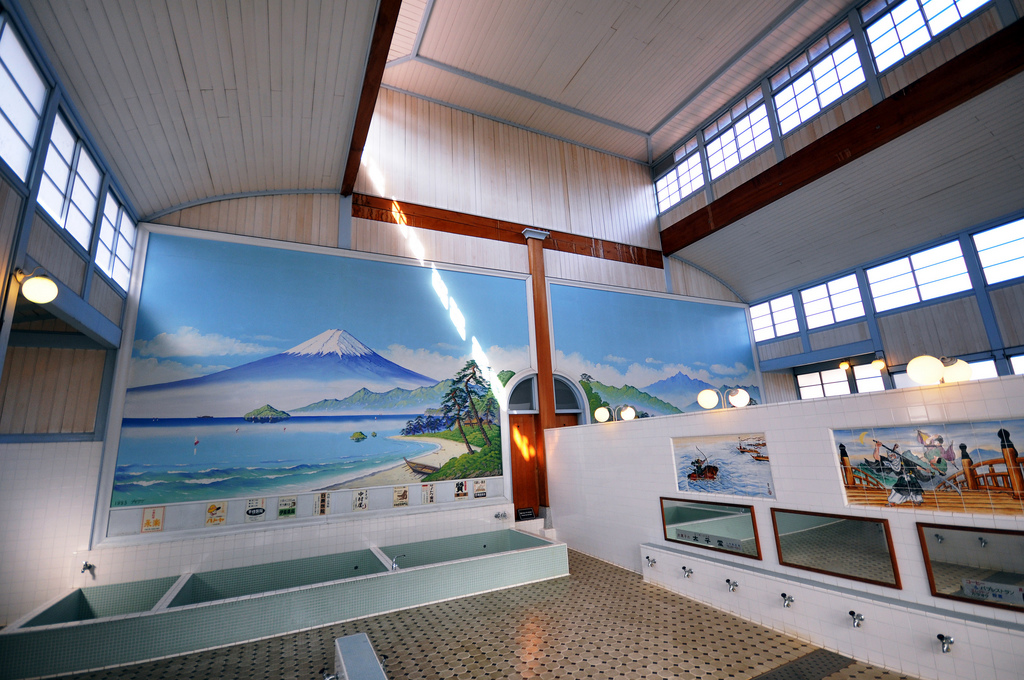 日本傳統澡堂的內部 圖片取自https://www.flickr.com/photos/kanegen/3287822262