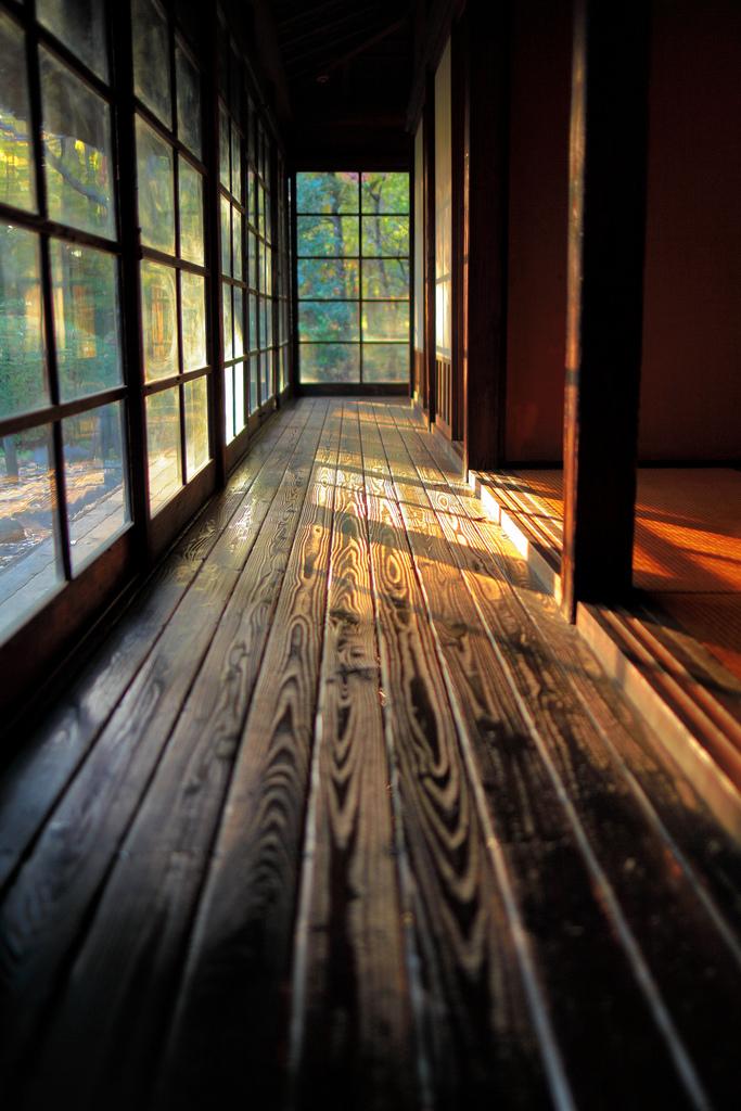 日本傳統建築必備的迴廊 圖片取自https://www.flickr.com/photos/nam2_7676/8248284931