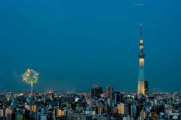 隅田川花火大會   圖片取自:https://www.flickr.com/photos/jamesjustin/7666162348/
