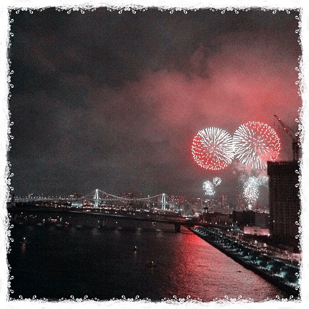 東京灣大華火祭 圖片取自:https://www.flickr.com/photos/iridr/7774306388/