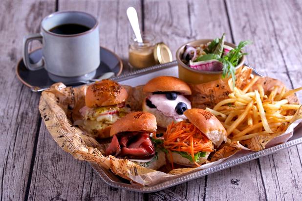 史努比咖啡漢堡餐點。圖片選自:http://date.enjoytokyo.jp/detail/689/