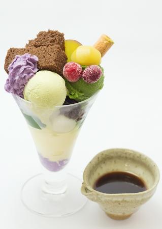 秋季限定:紫芋甜栗抹茶總匯。圖片取自官網:http://www.giontsujiri.co.jp/saryo/